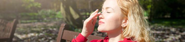 Slnko nemusí páliť, aby vás spálilo. Ako sa chrániť pred jarnými lúčmi.